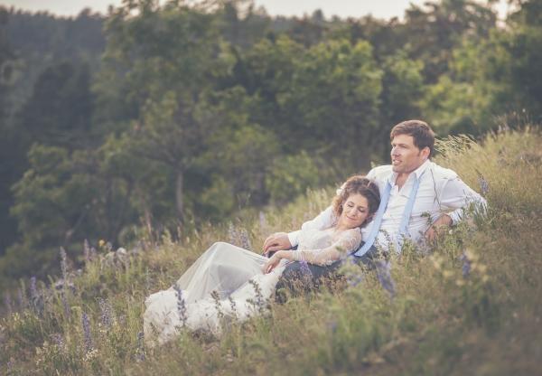 A tavaszi esküvők varázslatos hangulata