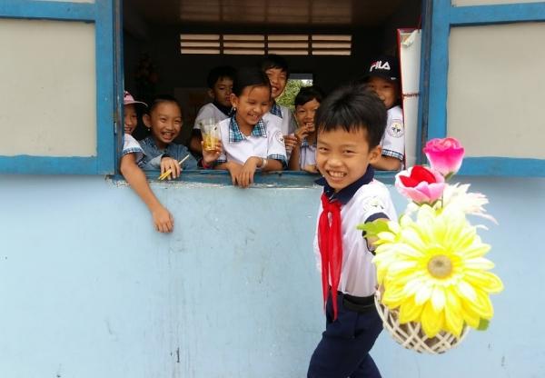 Hátizsákkal és gyerekekkel Vietnámban