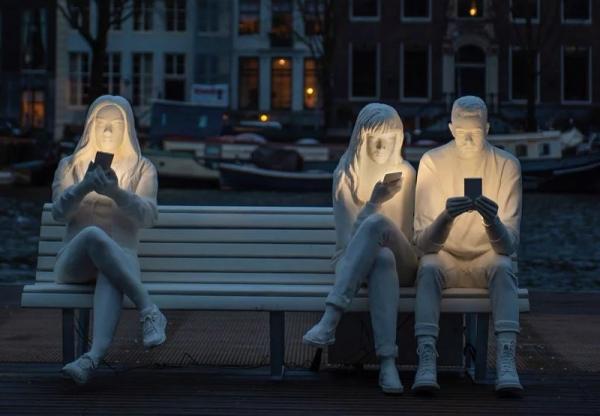 A függőség szobra Amsterdamban