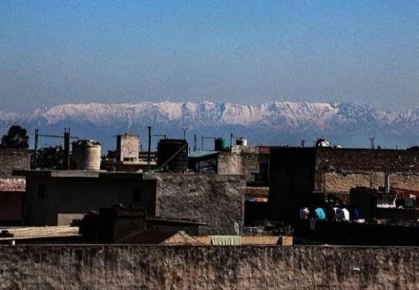 Annyira kitisztult a levegő Indiában, hogy újra látni lehet a kétszáz kilométerrel odébb fekvő Himaláját