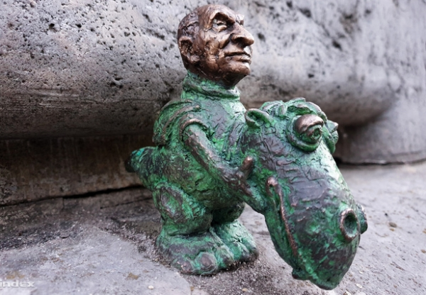 Az apró Bodrogi Gyula váratlanul kibújt Süsü jelmezéből