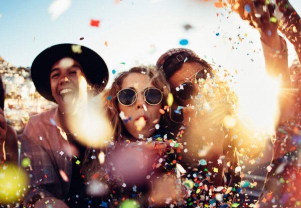 Fesztiválhangulat otthon – 3+1 tipp a tökéletes kerti partihoz