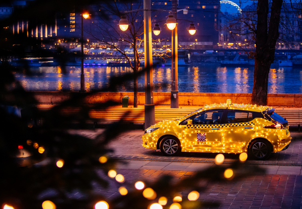 Különleges taxi járja karácsonyig Budapest utcáit