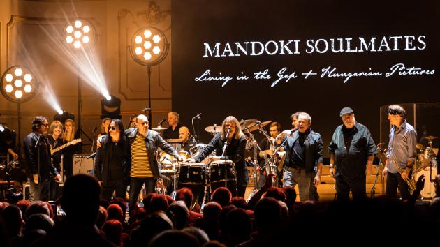 Magyarországon is siker lett a Mandoki Soulmates világsztárokat felvonultató albuma