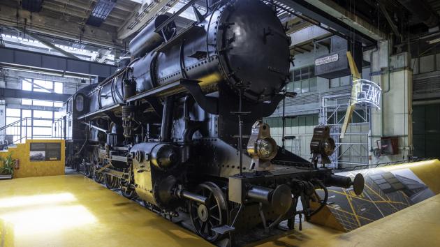 Legendás mozdonyokkal nyitotta meg új időszaki kiállítását leendő otthonában a Közlekedési Múzeum